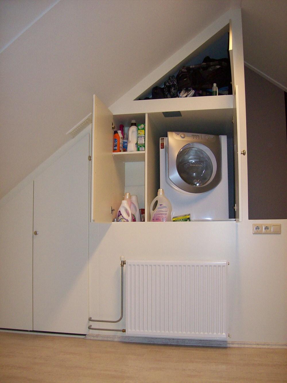 Zolder Kast  Zolder ideeen kinderkamer schuine wand slaapkamer  Zolderkast onder schuindak mooi
